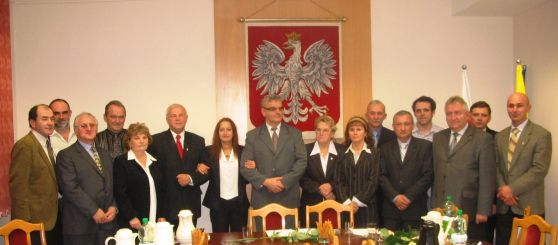 Radni Rady Miejskiej w Zdzieszowicach w kadencji 2006-2010 wraz z Burmistrzem Zdzieszowic Dieterem Przewdzing